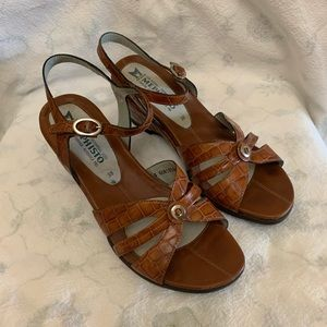 EUC Mephisto Air-Relax Ankle Strap Wedge Sandals
